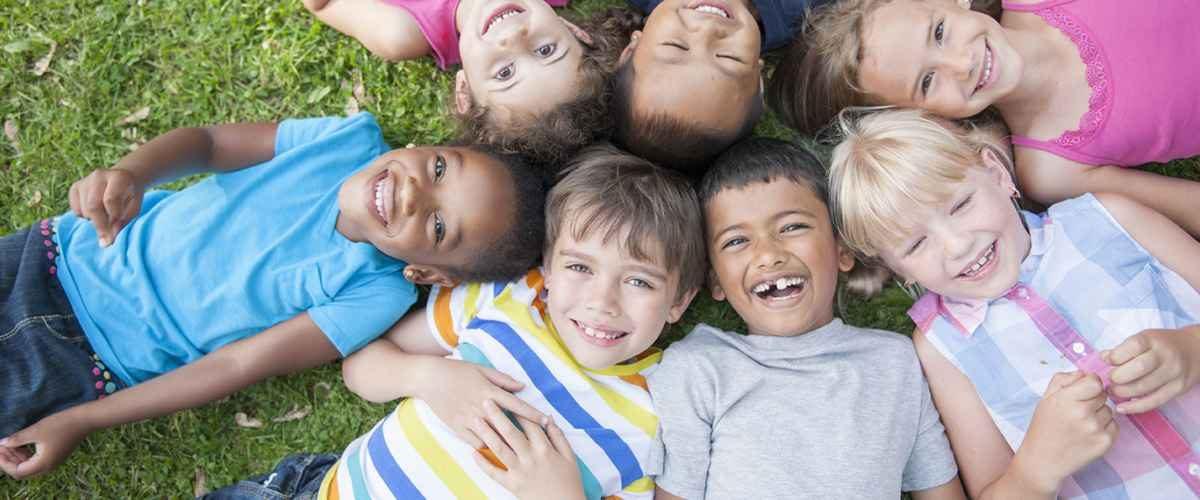 89506247_children-lying-in-circle-on-grass_web-1200x500.jpg